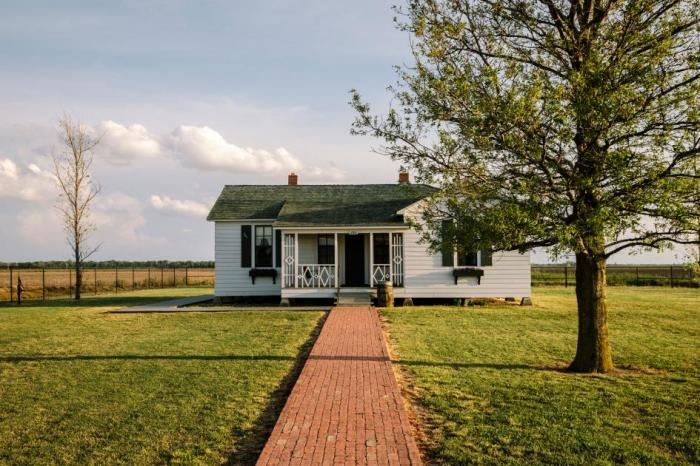 Visitors can walk the line into the boyhood home of Johnny Cash in Dyess, Arkansas, stepping back in time to the 1930s. | Photograph by William Widmer
